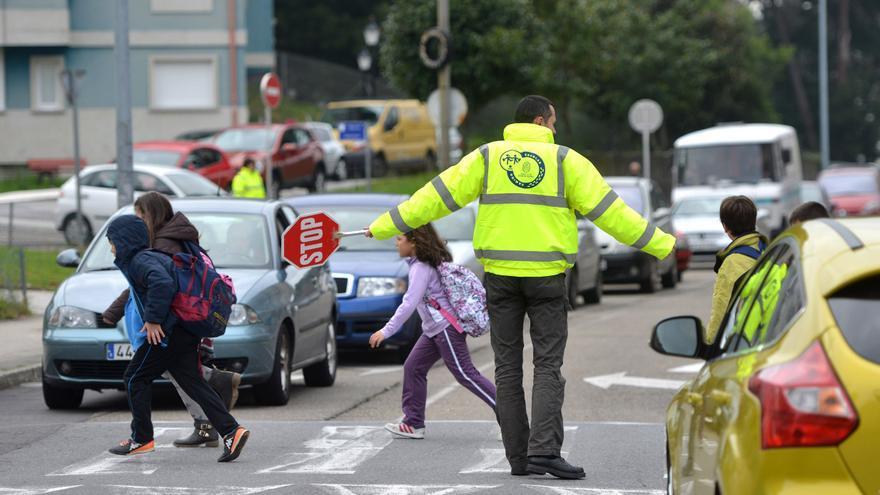 Obras de calmado de tráfico en Monte Porreiro tras las quejas vecinales por carreras de coches en el barrio