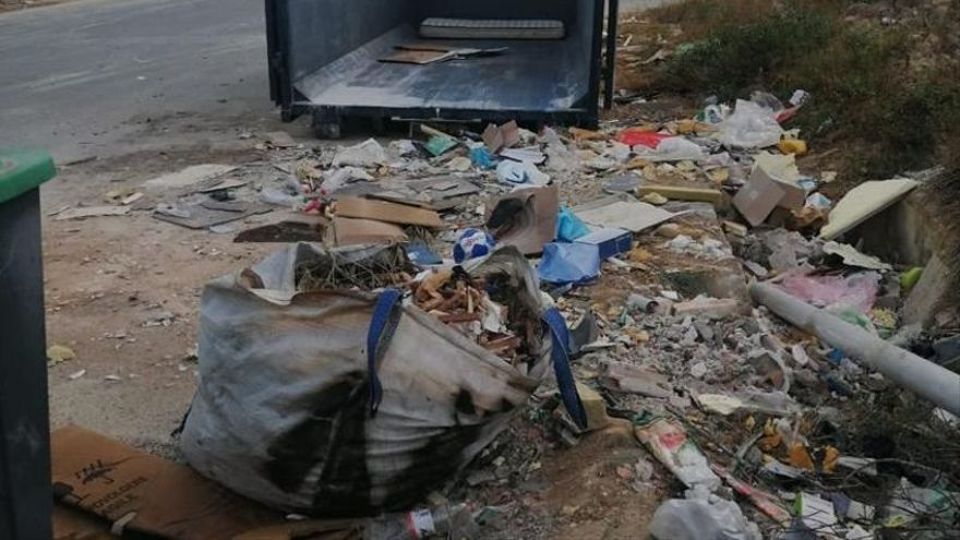 La Policía de Murcia perseguirá a quienes depositen escombros en contenedores
