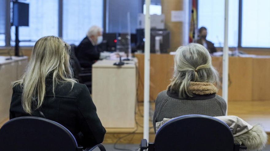 Multa de 1.080 euros para una madre y su hija por el altercado en casa de Iglesias