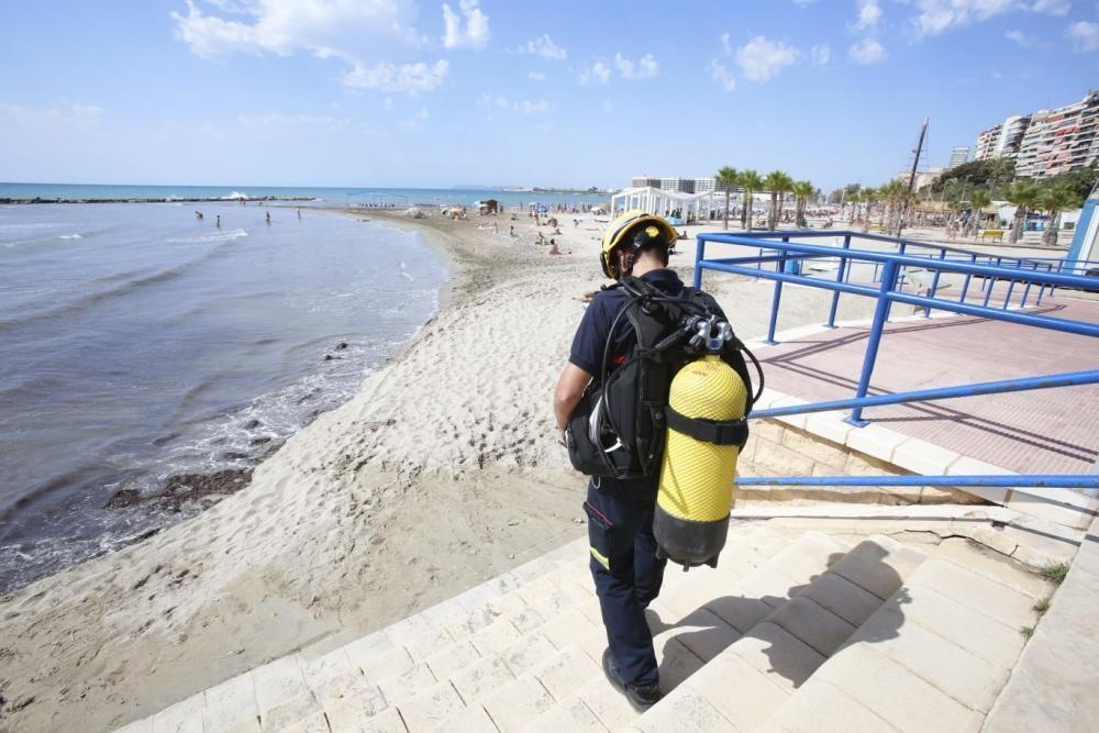 La búsqueda del nadador desaparecido en el Postiguet se reanudó esta mañana.