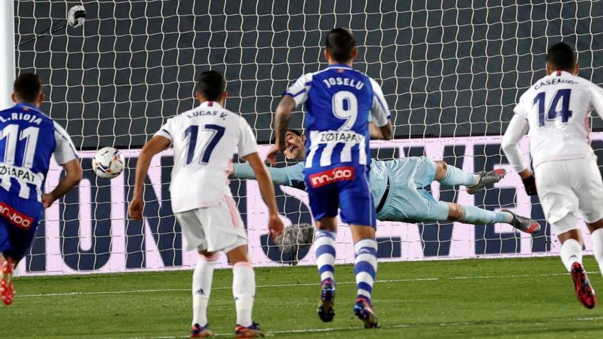 El Alavés abre otro boquete al Real Madrid en la Liga