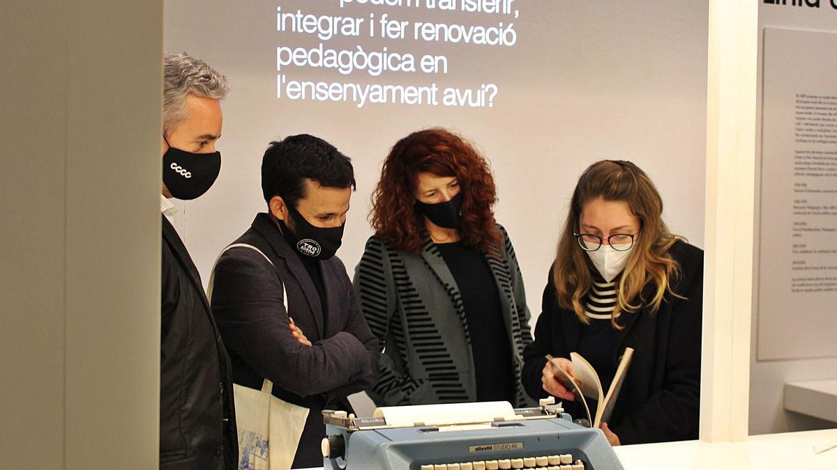 J.L.Pérez Pont, V.Marzà,  M.Castellano i J.Dinapoli,  en l'exposició.  levante-emv
