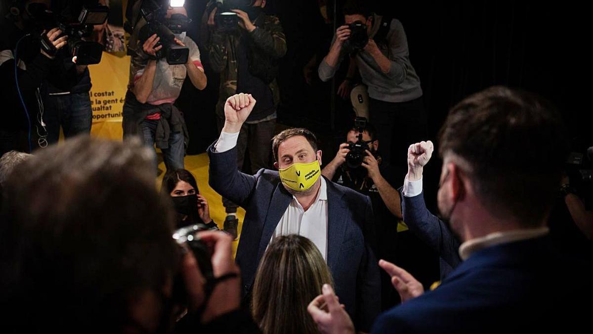 Oriol junqueras en un míting al teatre Xirgu de Badalona