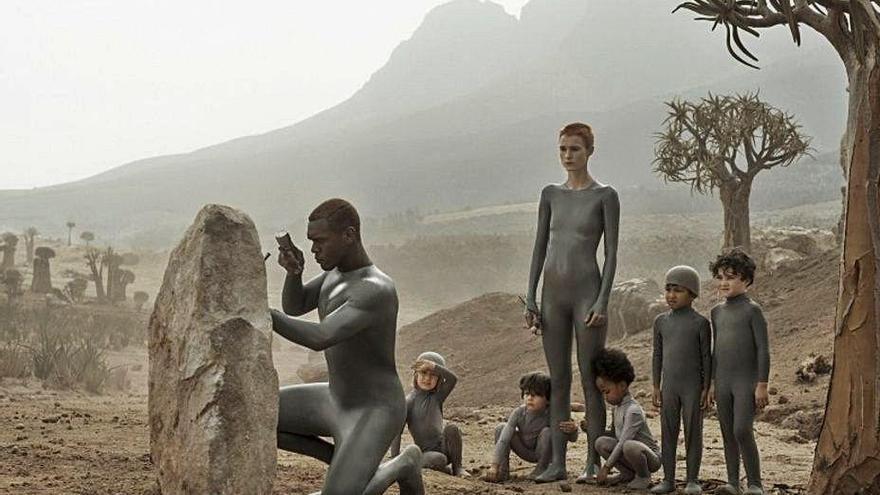 TNT estrena la serie 'Raised by Wolves', que firma el cineasta británico Ridley Scott