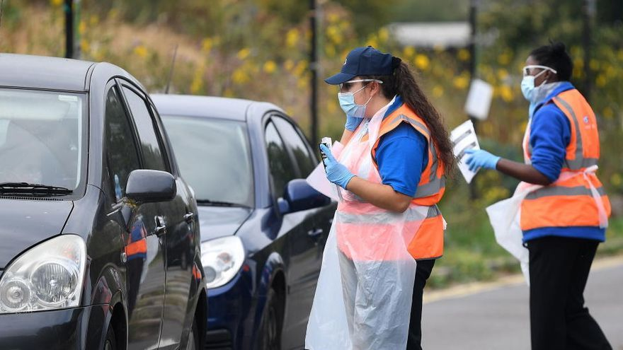 Reino Unido asegura estar en el pico de la curva de la segunda ola del coronavirus