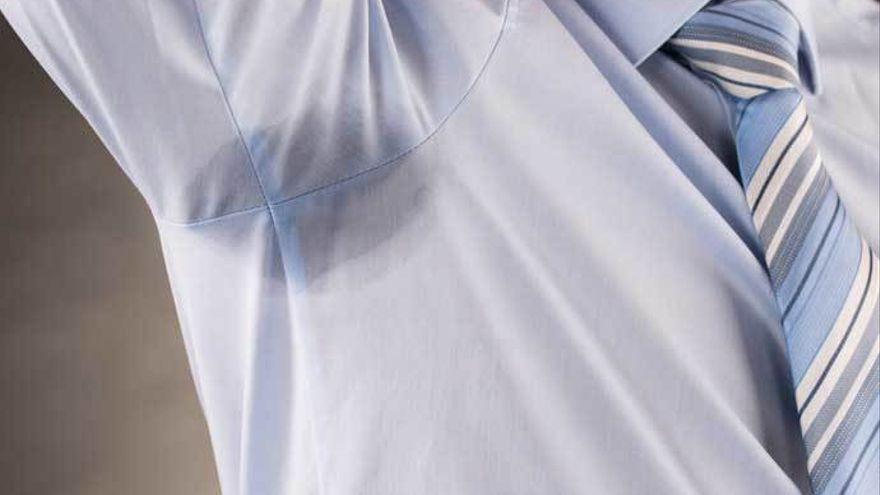 Trucos para limpiar las manchas de sudor