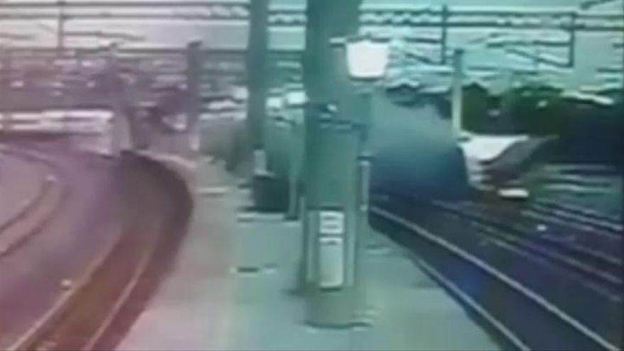 Al menos 18 muertos al descarrilar un tren en Taiwán