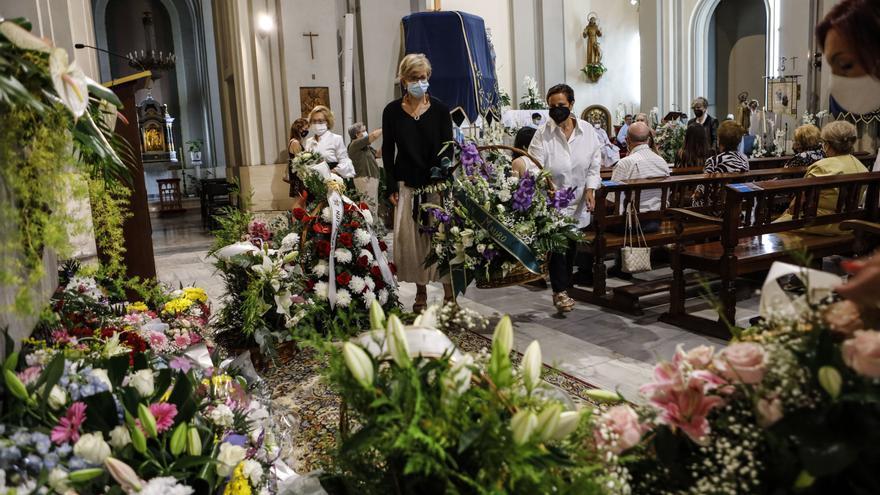 Alcoy homenajea a su patrona con flores