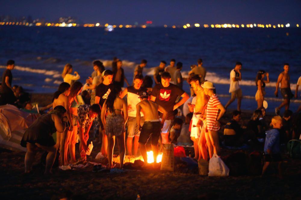 Hogueras de la noche de San Juan en València