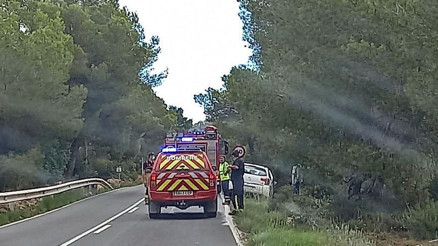Un vehículo se incendia mientras circulaba por la vía de Jesús a Cala Llonga