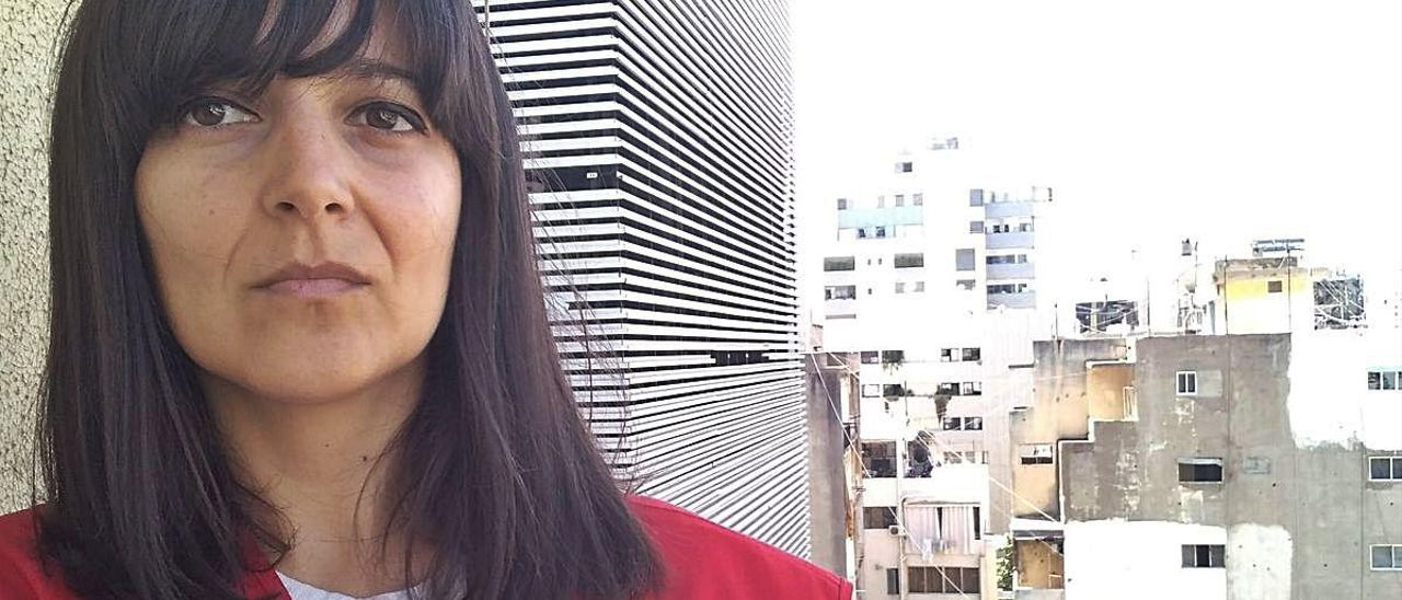 La valenciana Ana López, desde el balcón de su casa en Beirut (Líbano).