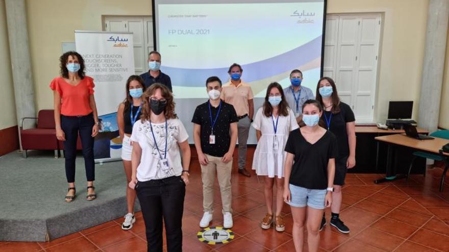 Cinco alumnos finalizan sus prácticas de FP Dual en sabic