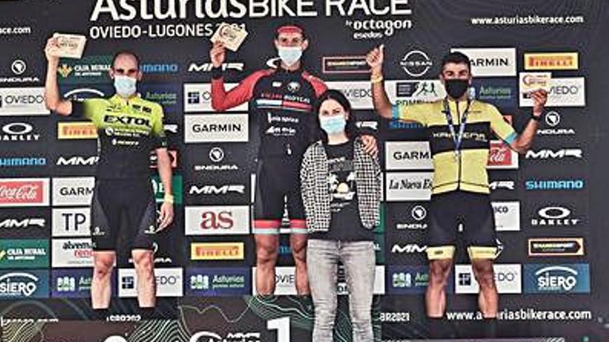 Esteban Sánchez, del Extol, brilla en la Asturias Bike Race
