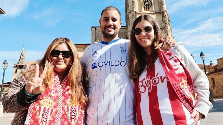 """De la catalana que se hizo del Oviedo por Melendi al consejo de """"La tarabica"""" a los jugadores del Sporting: así viven las aficiones las horas previas al partido"""