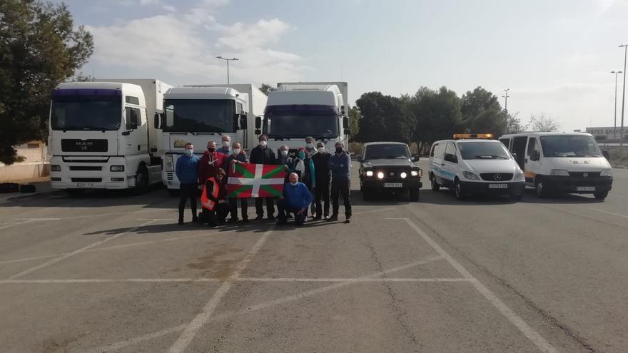 La UA acoge vehículos y material de una caravana humanitaria para el pueblo saharaui