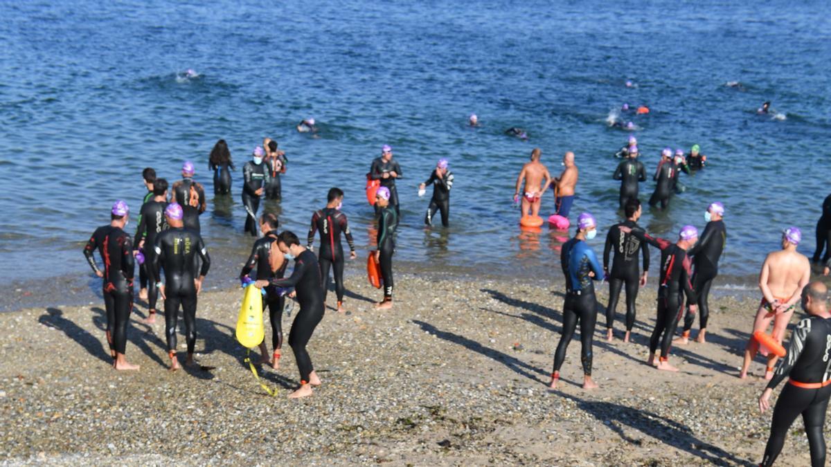 400 nadadores en la Travesía Costa Oleiros