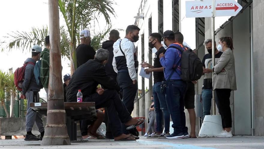 La Fiscalía investiga a grupos xenófobos que se organizaban para agredir a inmigrantes en Gran Canaria