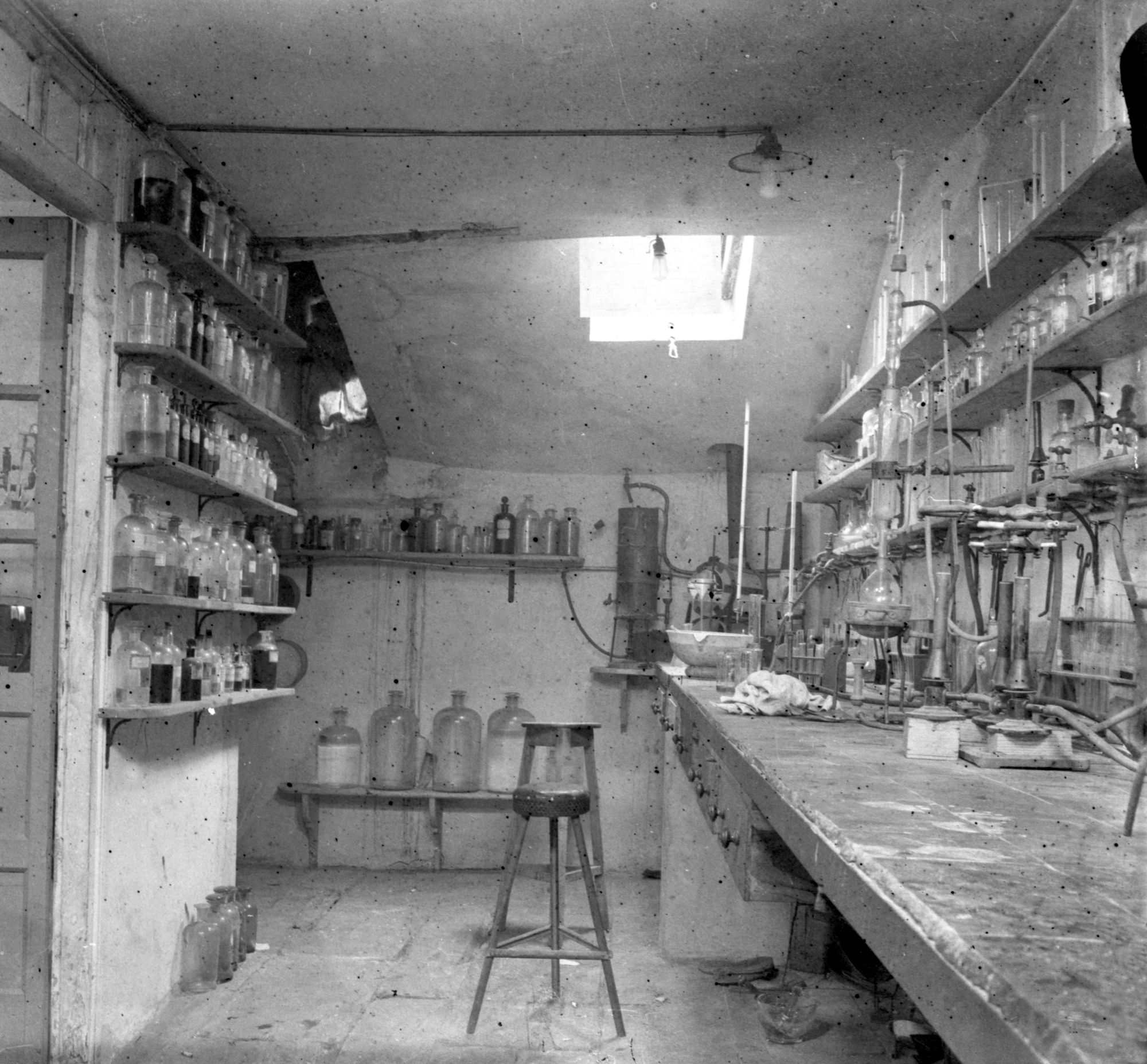 Espacio de Laboratorio Castillo, h. 1927.jpg