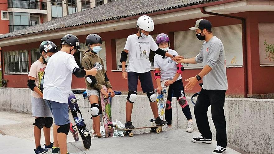 Las piruetas de skate se aprenden en Gondomar