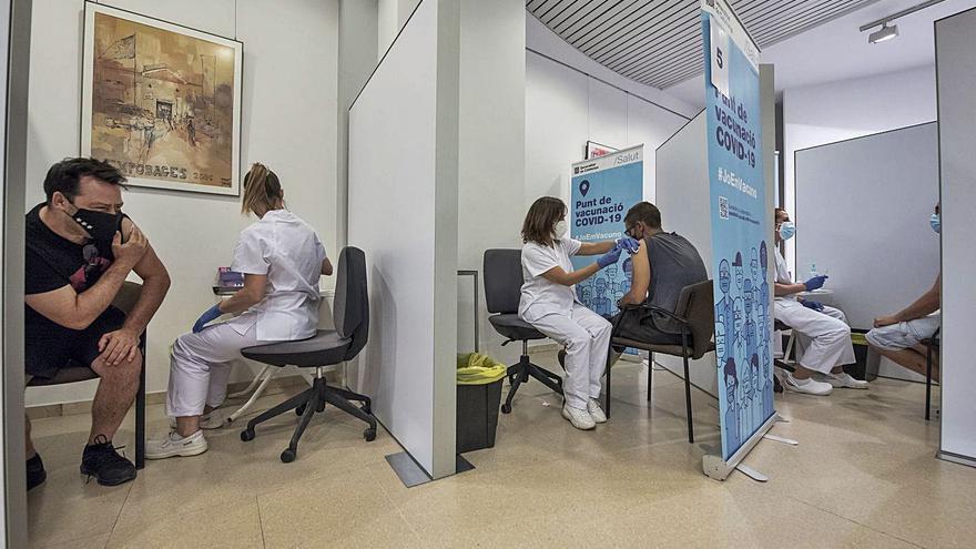 Salut substituirà els punts massius de vacunació per campanyes puntuals