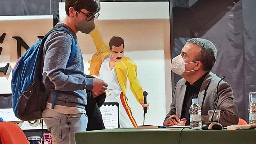 Lorenzo Silva visita el IES Los Sauces de Benavente