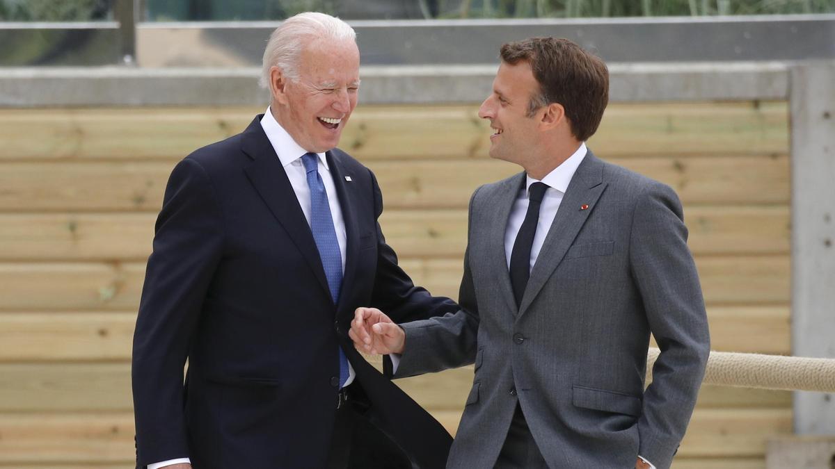 Joe Biden y Emmanuel Macron.