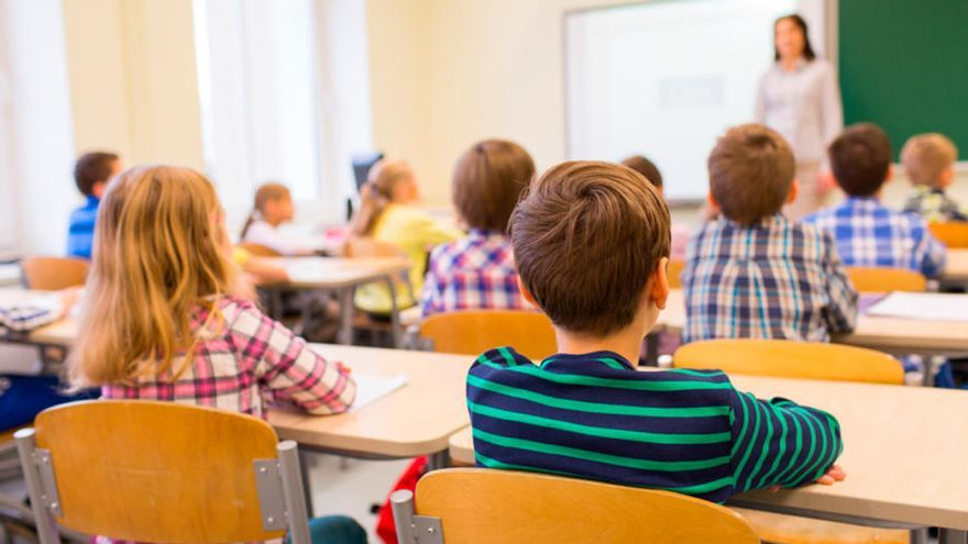 """Hazte Oír crea una línea de teléfono de """"atención a las víctimas de adoctrinamiento de género"""" en las aulas"""