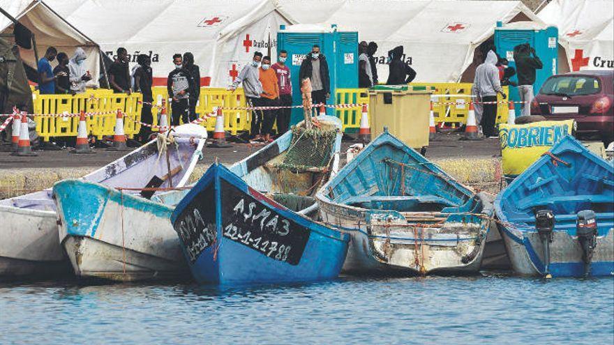 Rescatan una patera con 48 personas a bordo y un fallecido en aguas al sur de Gran Canaria