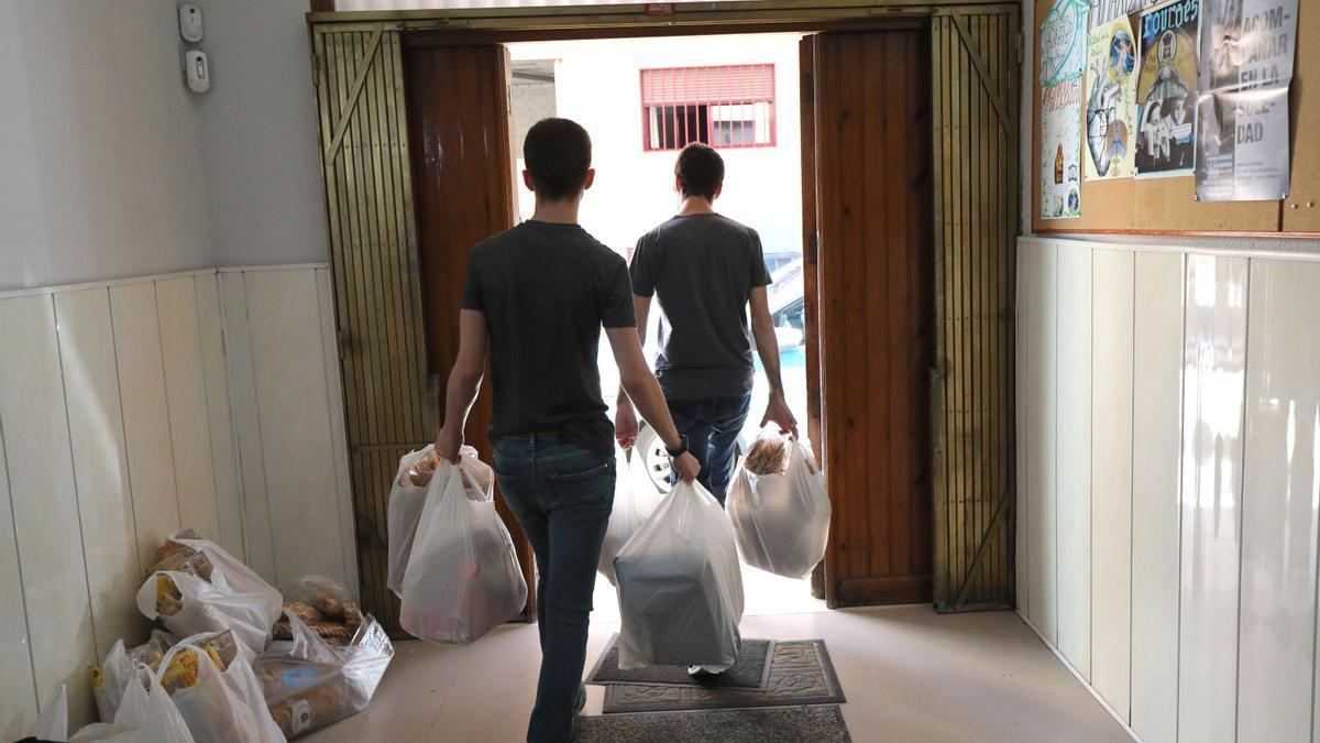 Reparto de comida del banco de alimentos de Zaragoza durante los meses de confinamiento.