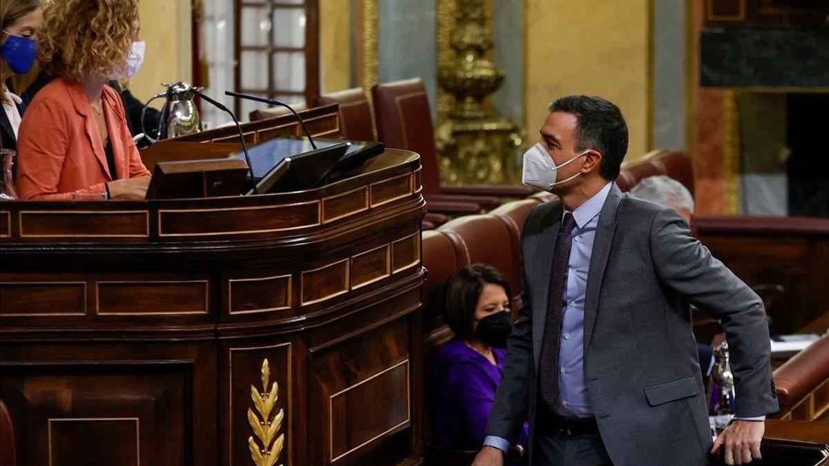 Sánchez mantiene inalterable el calendario de vacunación pese a la parálisis de Janssen