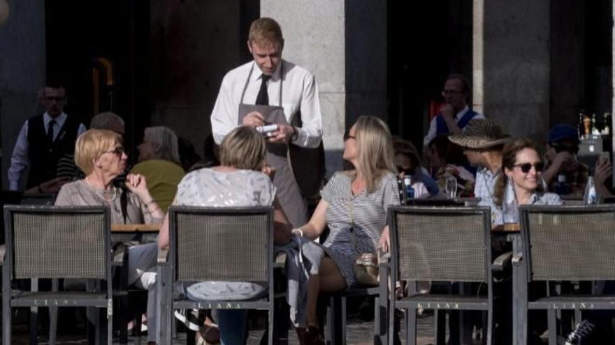 Las ventas del sector servicios en Canarias caen hasta un 31,1% en noviembre