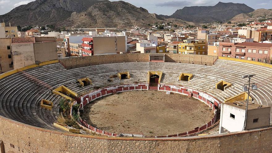 La plaza de toros de Elda se acerca a su 75 aniversario cerrada y en pleno deterioro