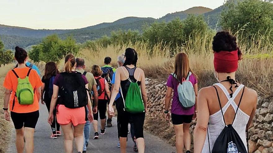 Cincuenta participantes en la ruta nocturna de difusión de los parajes de Castalla