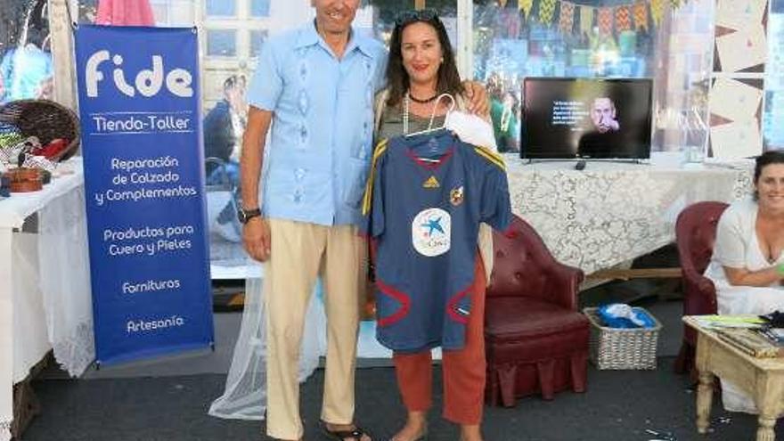 Cincuenta y cinco euros por una camiseta de Villa en Arriondas