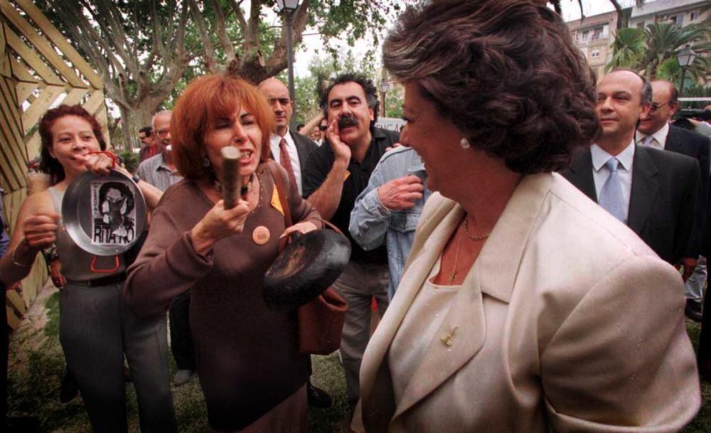 1999. Cacerolada contra la alcaldesa, Rita Barberá. F. Bustamante