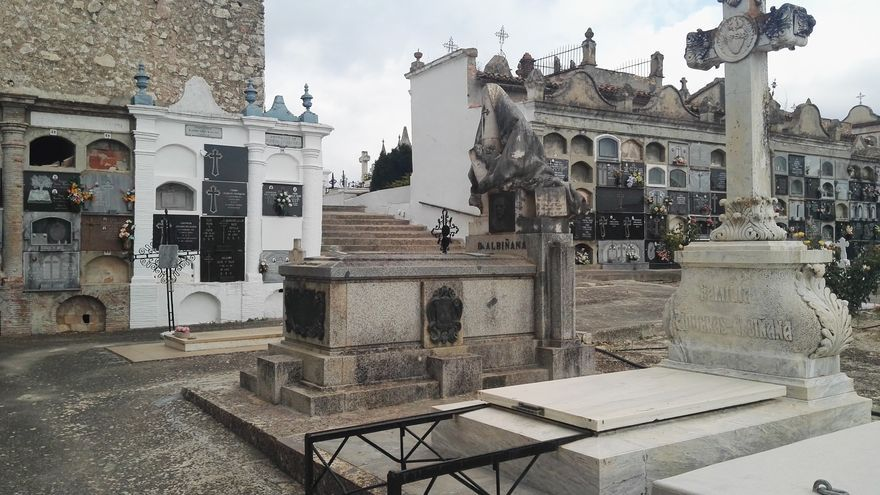 Una fosa común bajo la tumba del primer fascista de España
