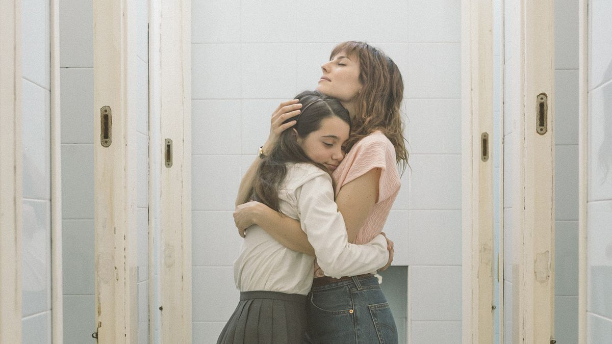 Natalia de Molina en un fotograma de 'Las niñas', Mejor película de los Goya.