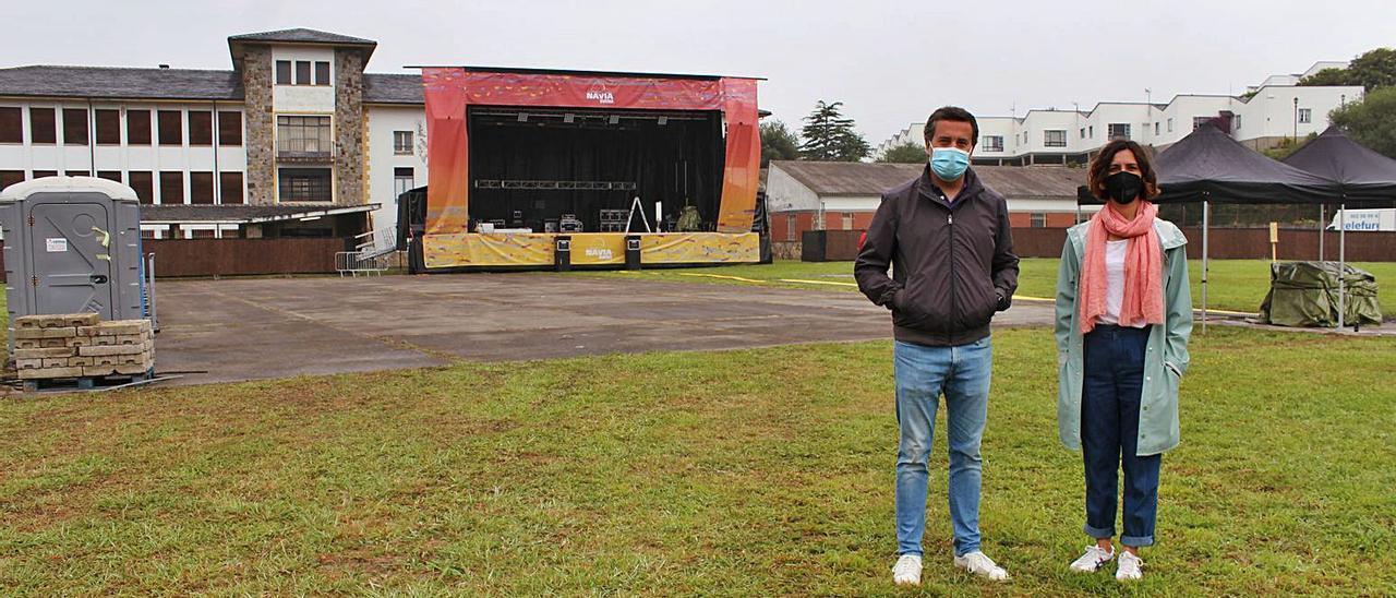 El concejal Gonzalo Asenjo y la responsable del Festival