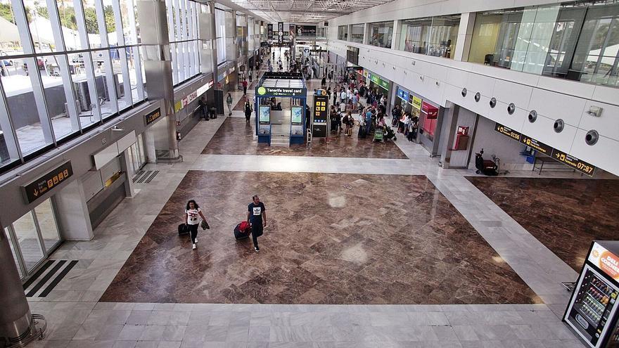 El PSOE rechaza rebajar por ley la renta a las tiendas de los aeropuertos