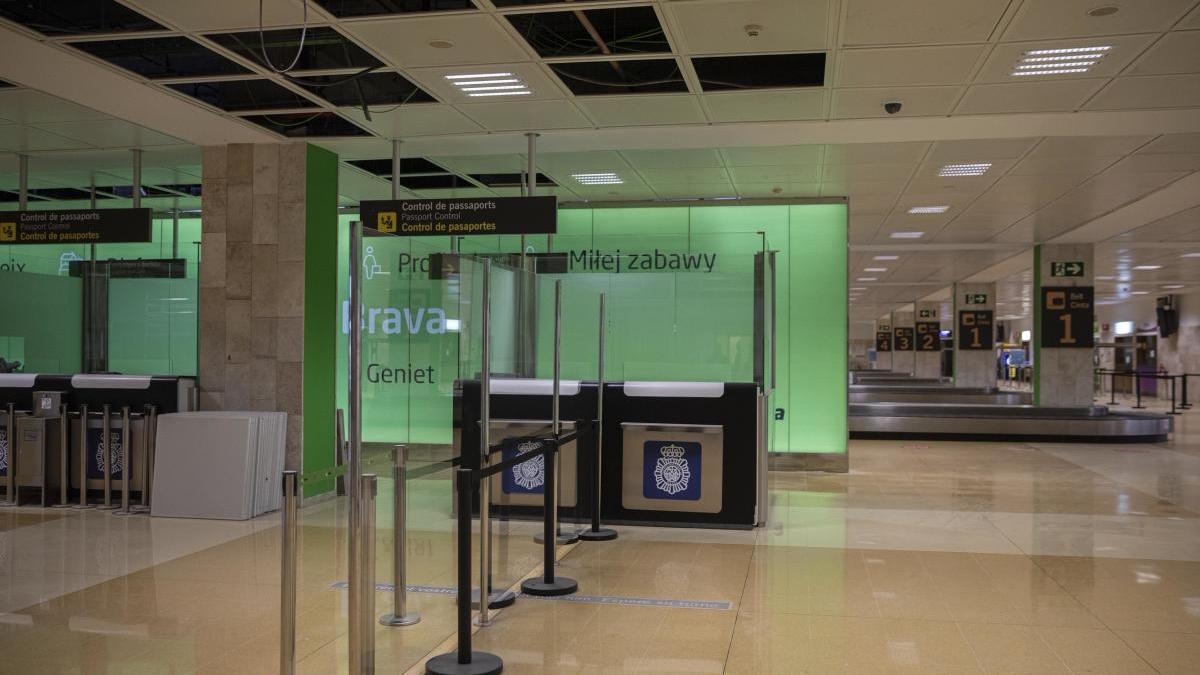 La zona de filtre d'entrada de l'aeroport de Girona, en obres -