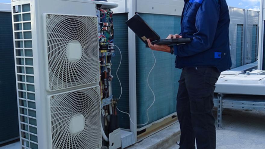 Empresa instaladora busca oficiales de fontanería y climatización en Ibiza