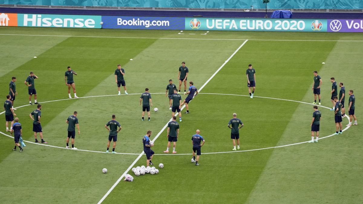 Los jugadores de la selección italiana durante un entrenamiento previo al partido
