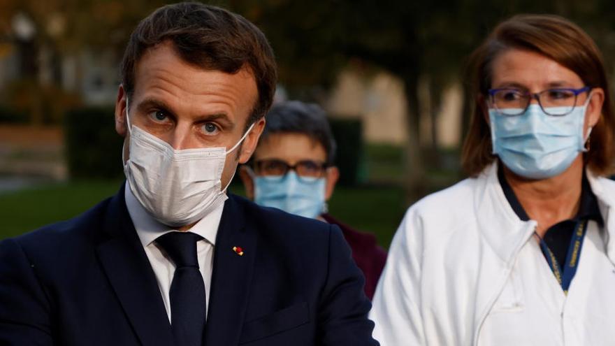 Francia sigue marcando récord con 52.010 nuevos positivos en un día
