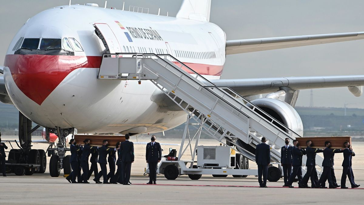 Los féretros de los periodistas asesinados llegaron a Madrid este viernes.