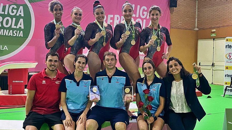 Las gimnastas y técnicos del Xelska recibieron ayer sus medallas como campeones de 2020.