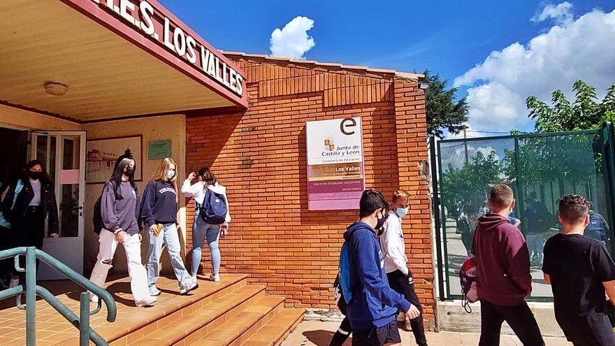 Alumnos de Secundaria y Bachillerato regresan a la rutina, también en Benavente