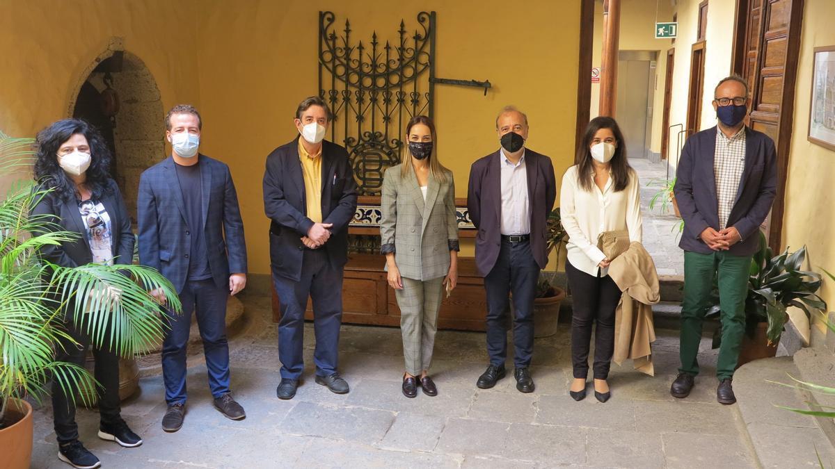 From left to right Victoria Galván, Juan Márquez, García Montero, Guacimara Medina, José Torres, Raquel Caleya and Francisco Bravo