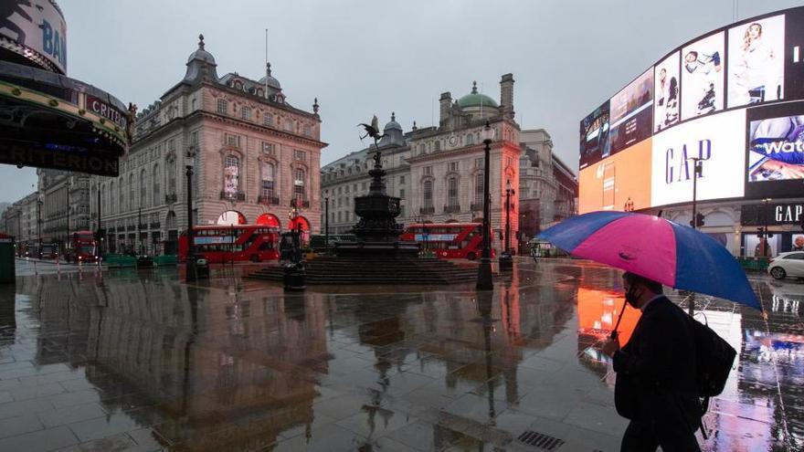 Reino Unido notifica más de 55.000 casos y 1.280 fallecidos en un día