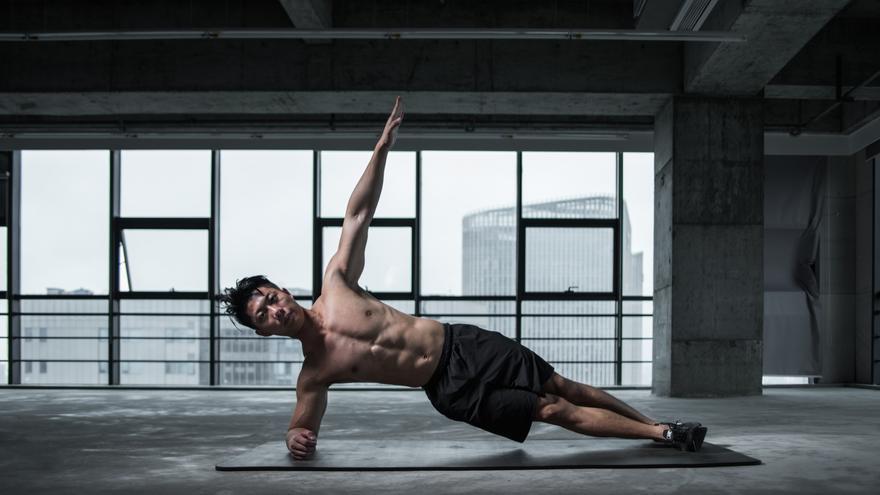 Tonifica tus abdominales en casa con estos cinco sencillos ejercicios de 15 minutos
