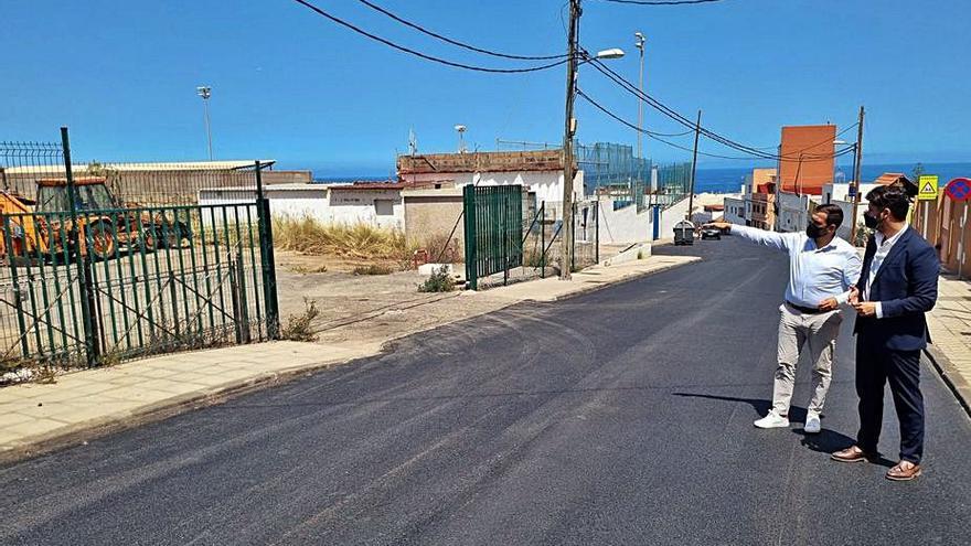 La avenida Milán, en Tejina, mejora su pavimento para una mayor seguridad